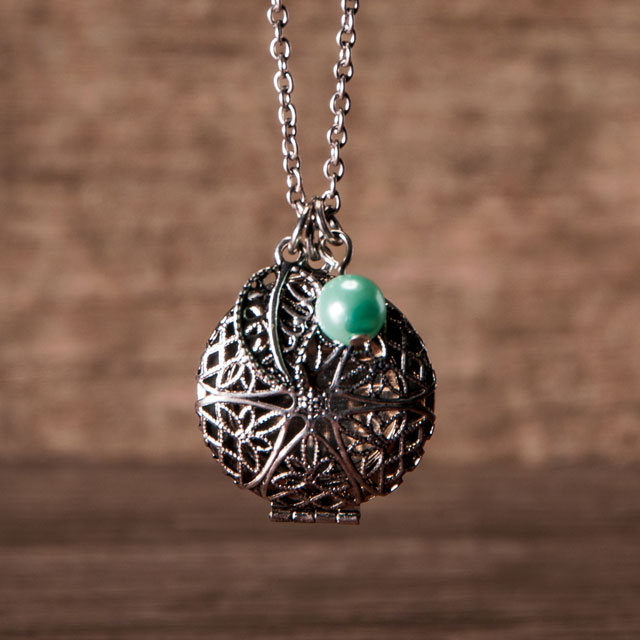 Essential oil diffusing pendant necklace